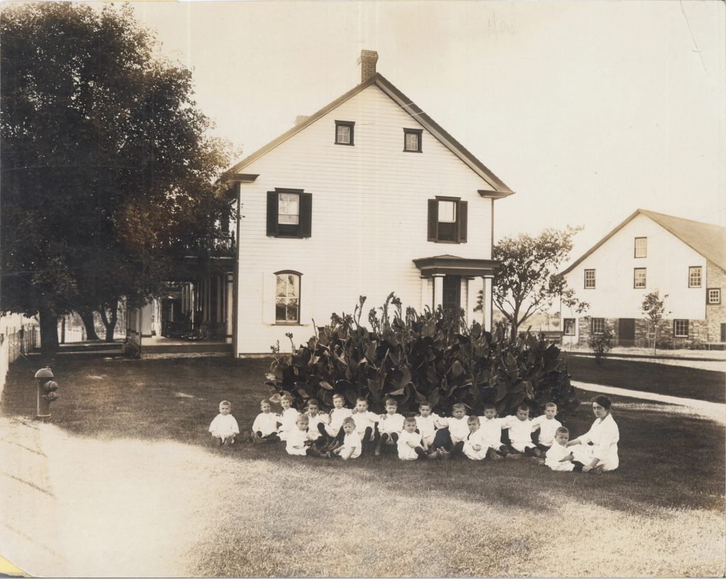 First students at Kinderhaus, 1912.
