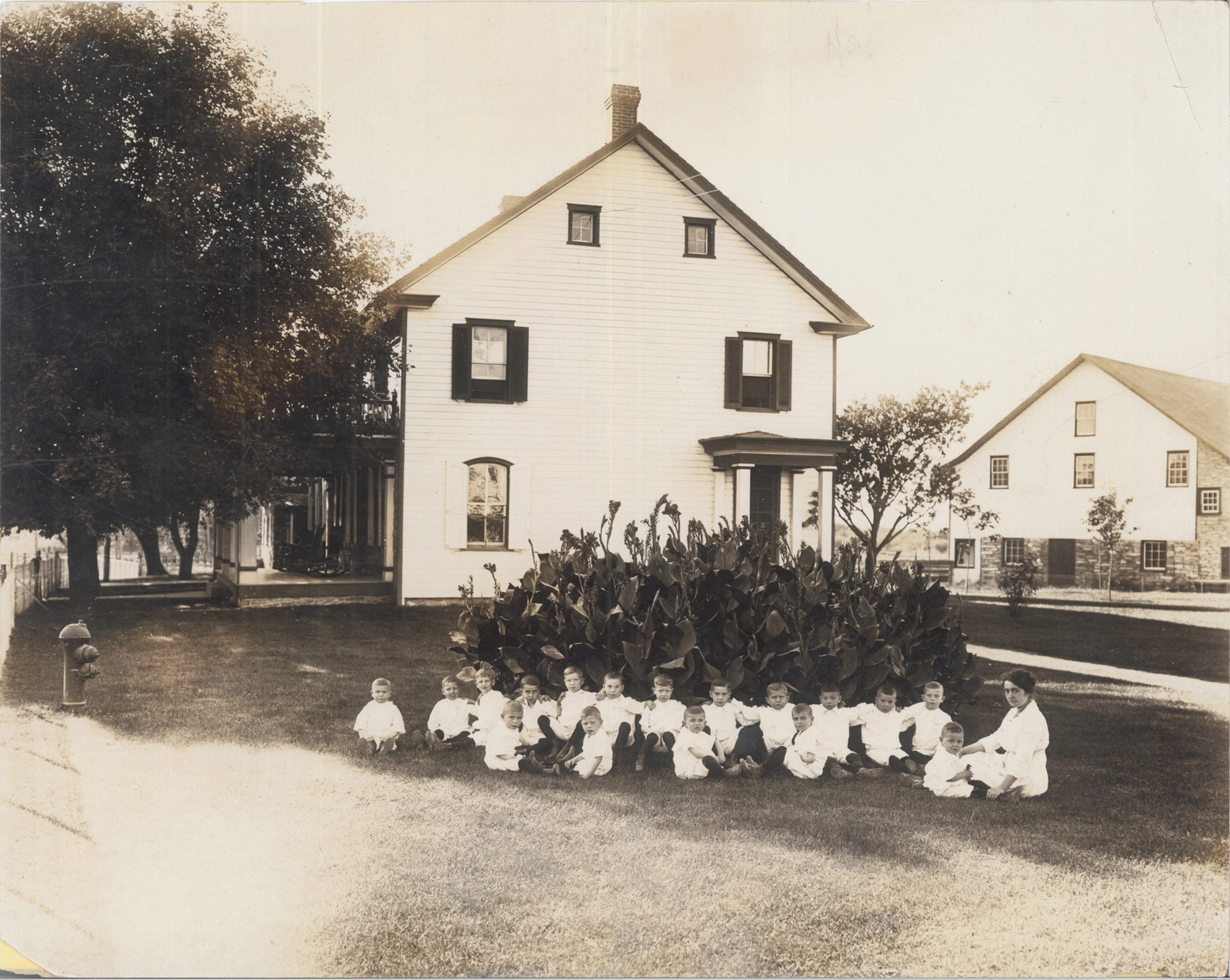 First students at Kinderhaus in 1912.