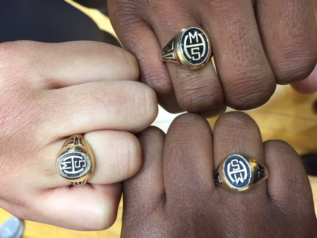 MHS seniors with class rings