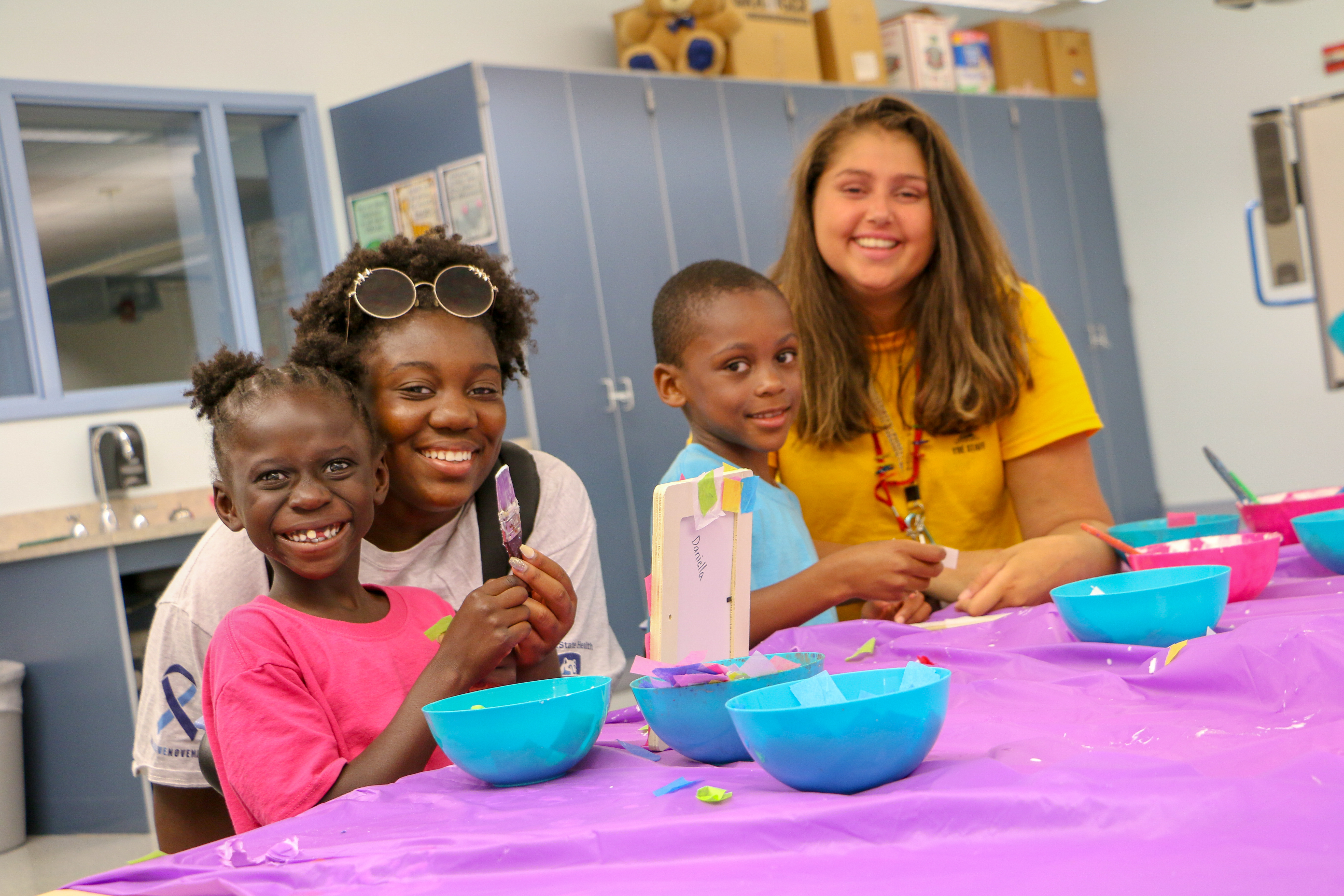 Elementary students create picture frames