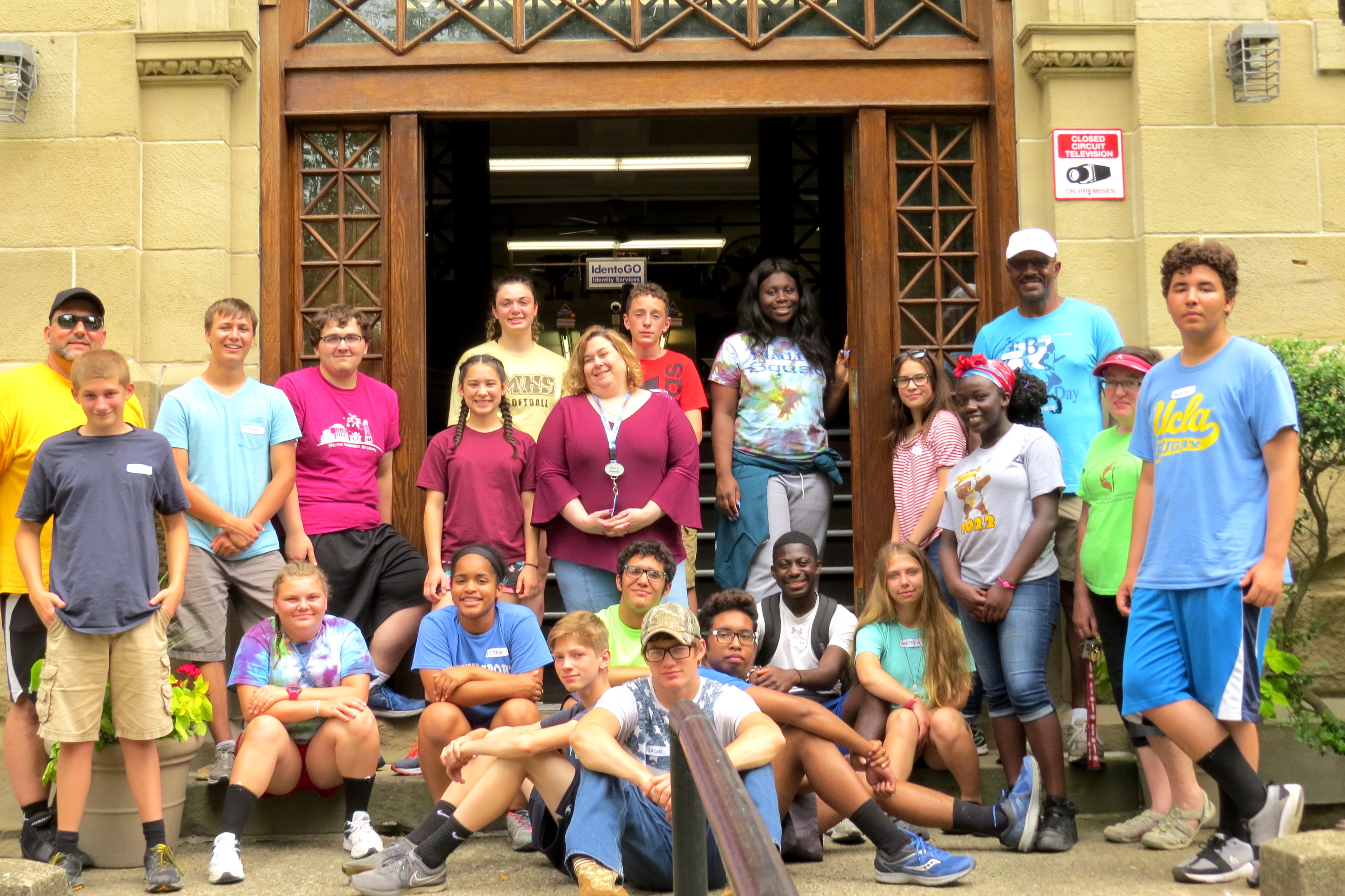 MHS students give back through domestic service learning trip