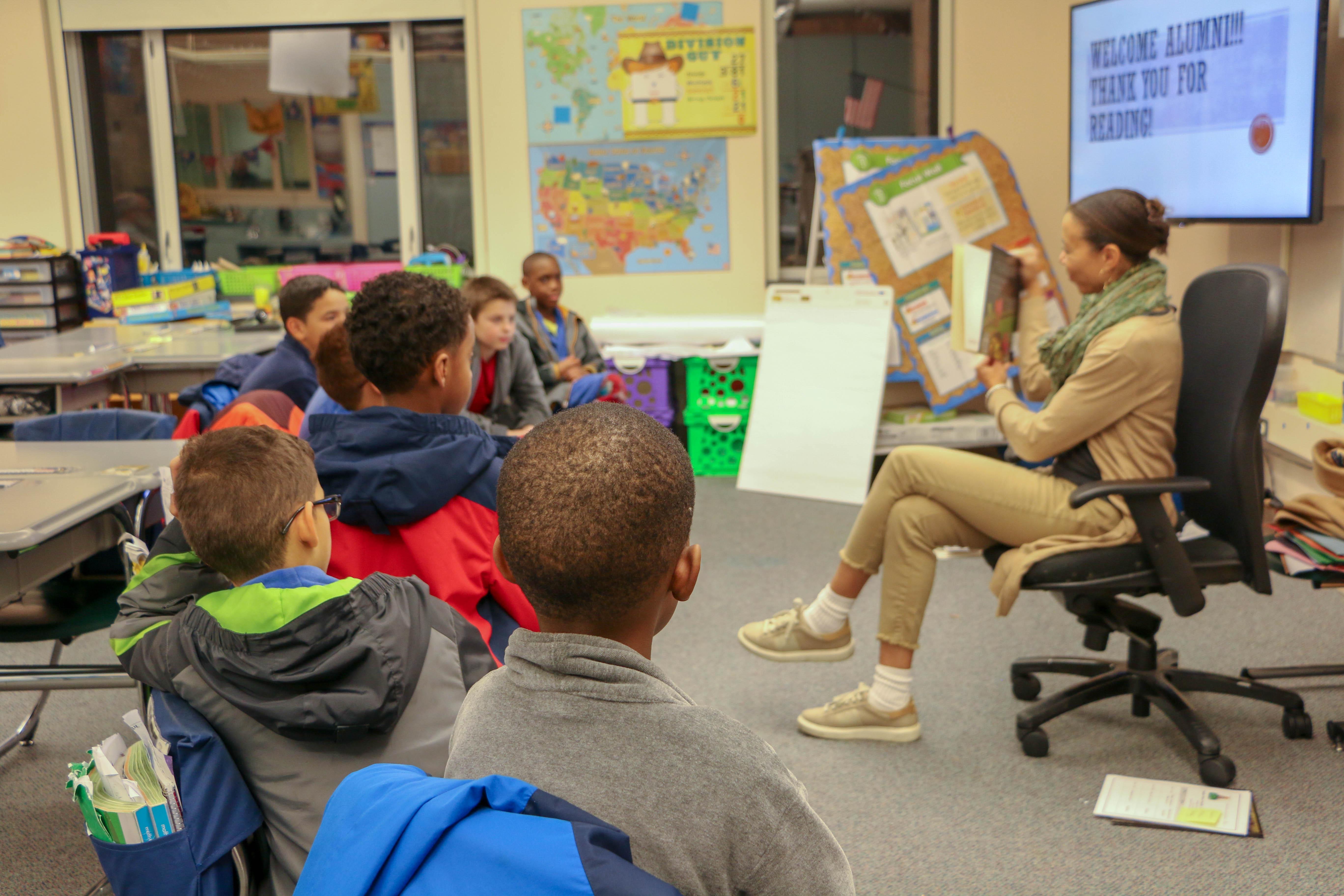 Alumni promote literacy